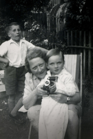 picture child with camera adult
